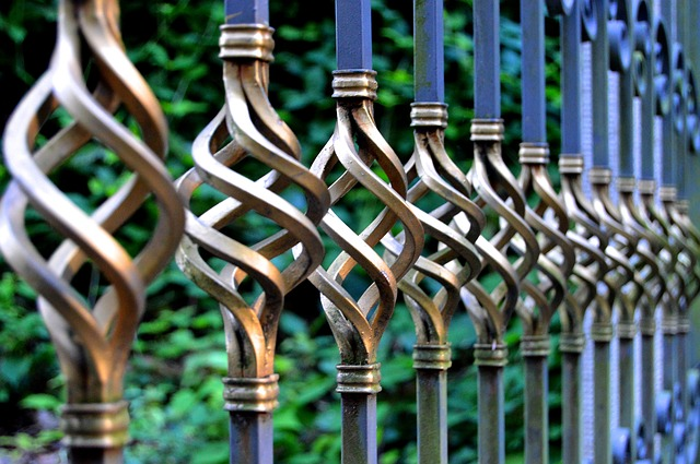 3 Bold Statements With Architectural Metal Fence